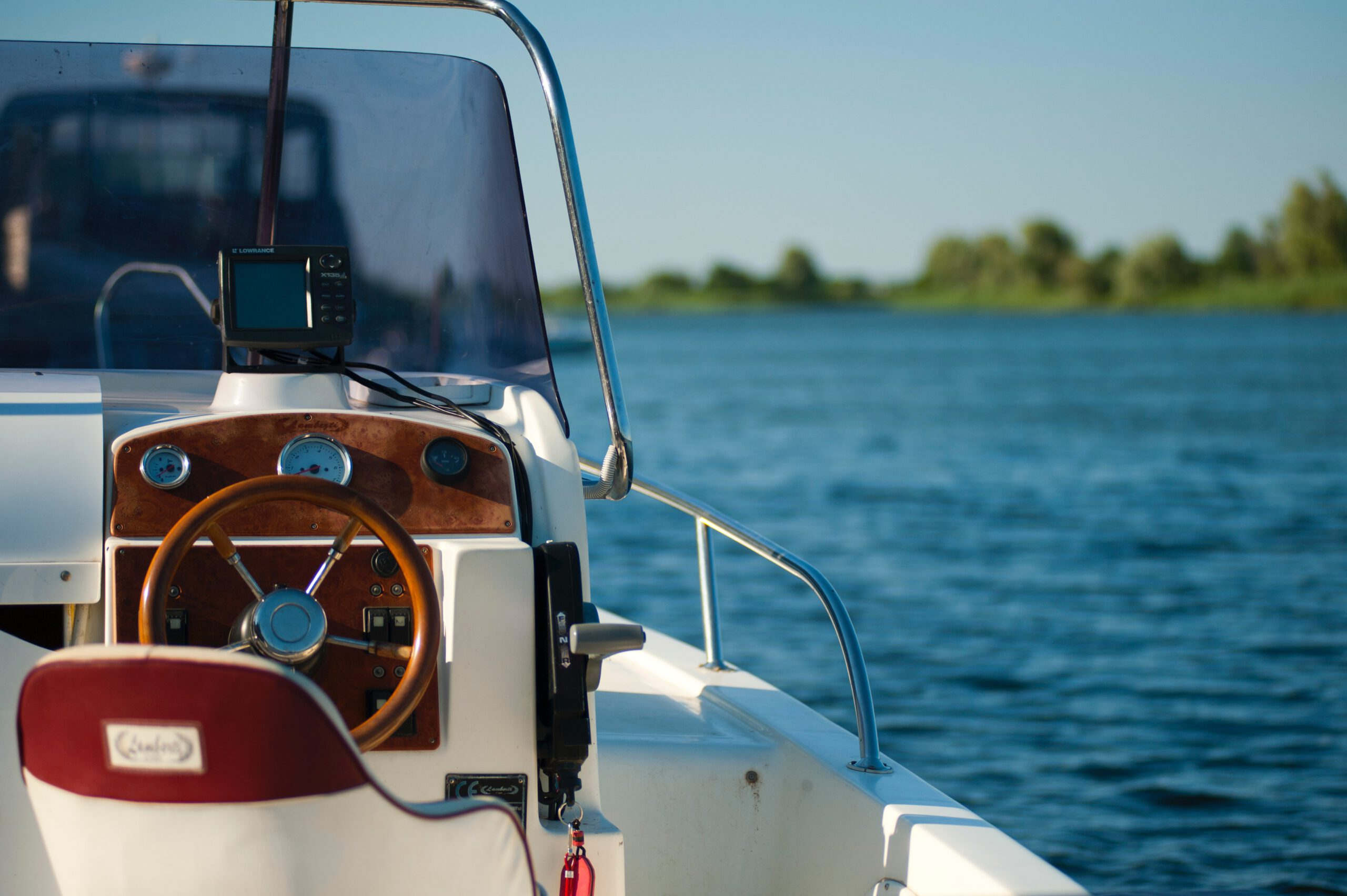 white-and-brown-boat-1007836